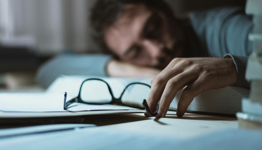 zsíréget alszik többet