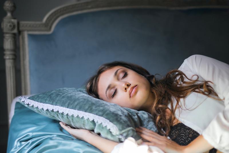 Így hat az alvás a fogyásra